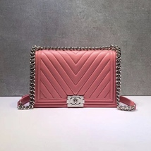 AUTH CHANEL BABY PINK CHEVRON QUILTED QUILTED LEATHER NEW MEDIUM BOY FLAP BAG  image 2