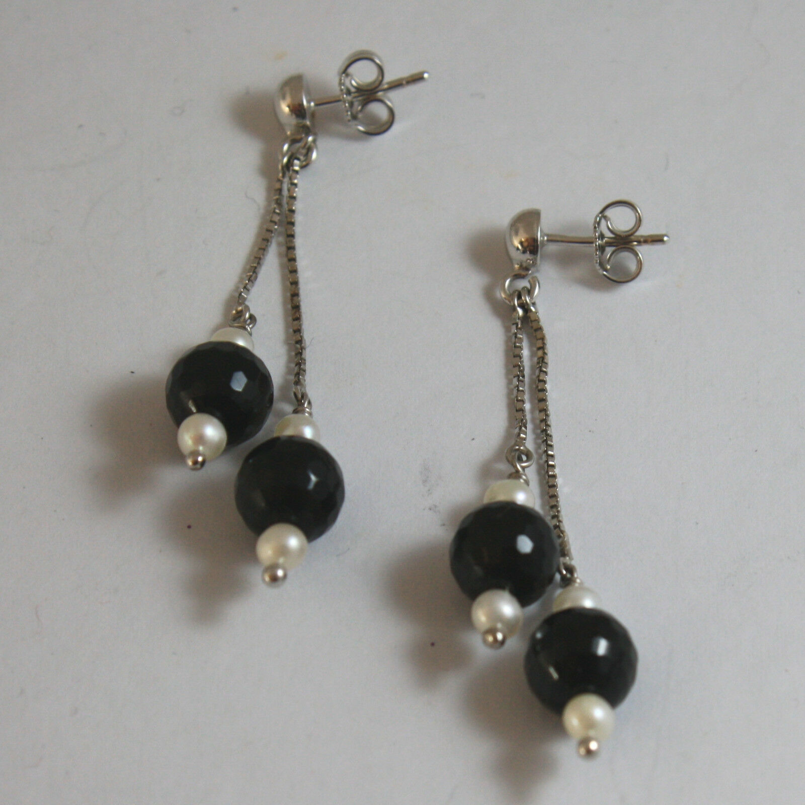SOLID 18K WHITE GOLD EARRINGS, WITH WHITE PEARL AND BLACK ONYX, LENGTH 2.17 INCH
