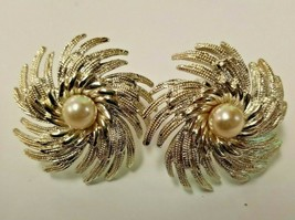 Sarah Coventry Clip On Earrings Silvertone with Faux Pearl in Center - $18.56
