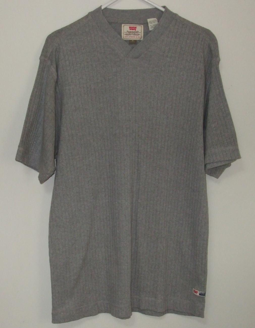 Mens Levis Short Sleeve V Neck Gray Shirt Size M - $12.95