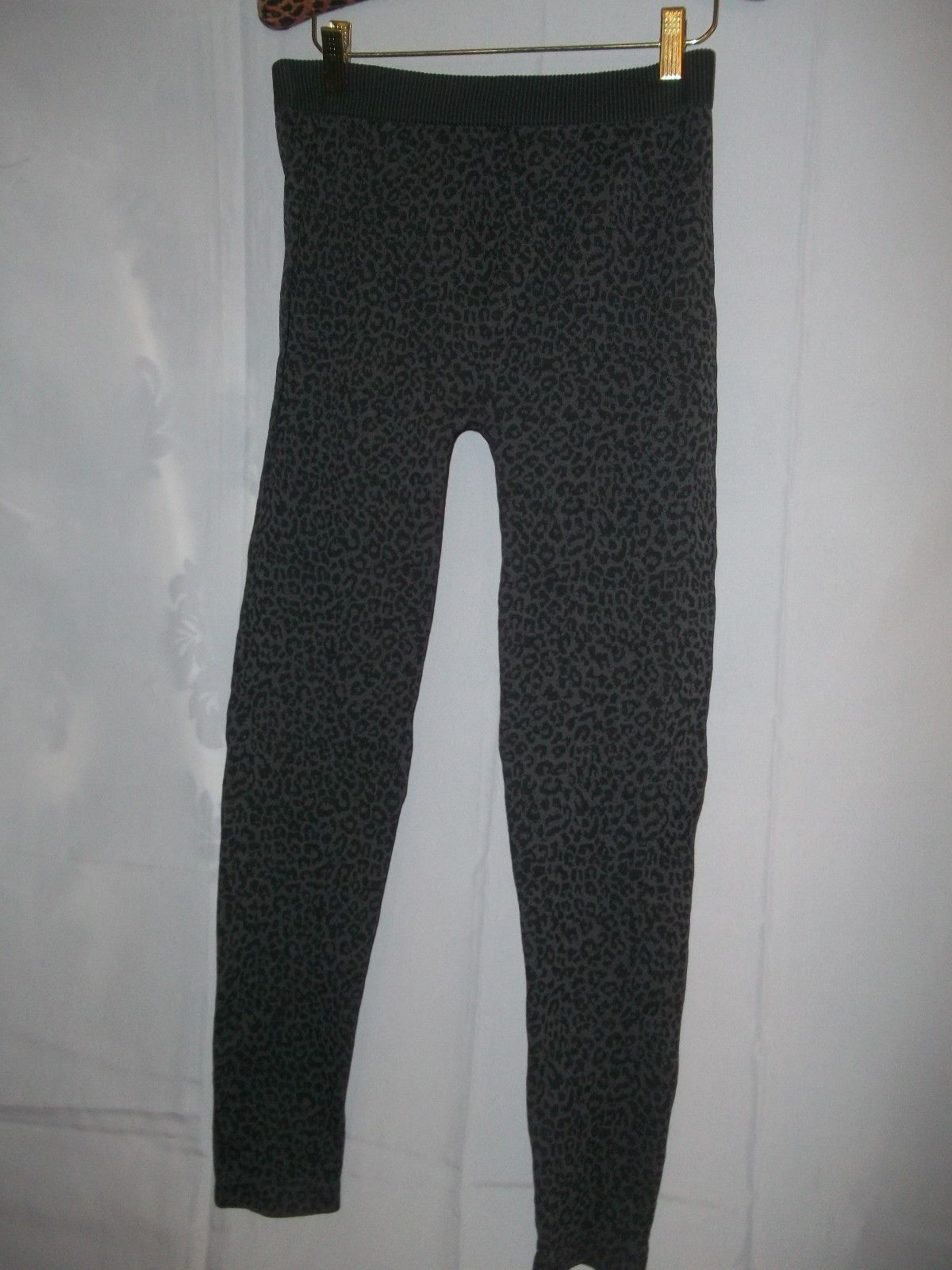 Primary image for Ladies Size O/S Gray / Black Animal Leopard Print Leggings Tights NWOT
