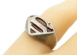 925 Sterling Silver - Vintage Embossed Superman Logo Band Ring Sz 7 - R1... - $28.15