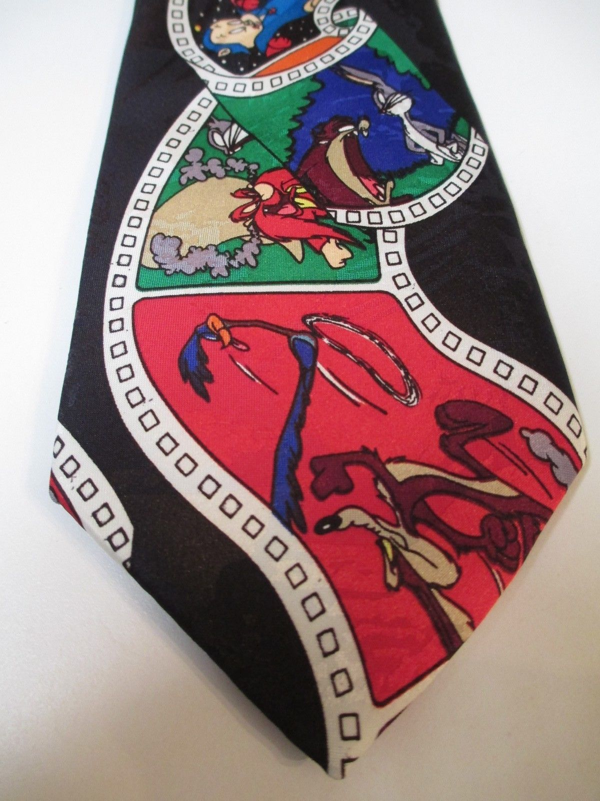 Primary image for Looney Tunes Men's Neck Tie Bugs Bunny Devil Daffy Sylvester Tweety Road Runner