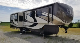 2017 DRV MOBILE SUITES AIRE 40 For Sale In Grant Park, IL 60940 image 1