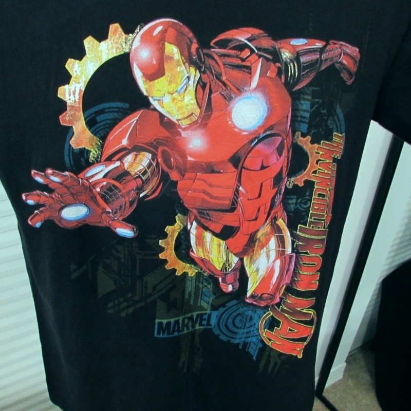 Marvel Hero's The Invincible Iron Man Graphic T-Shirt Size: M