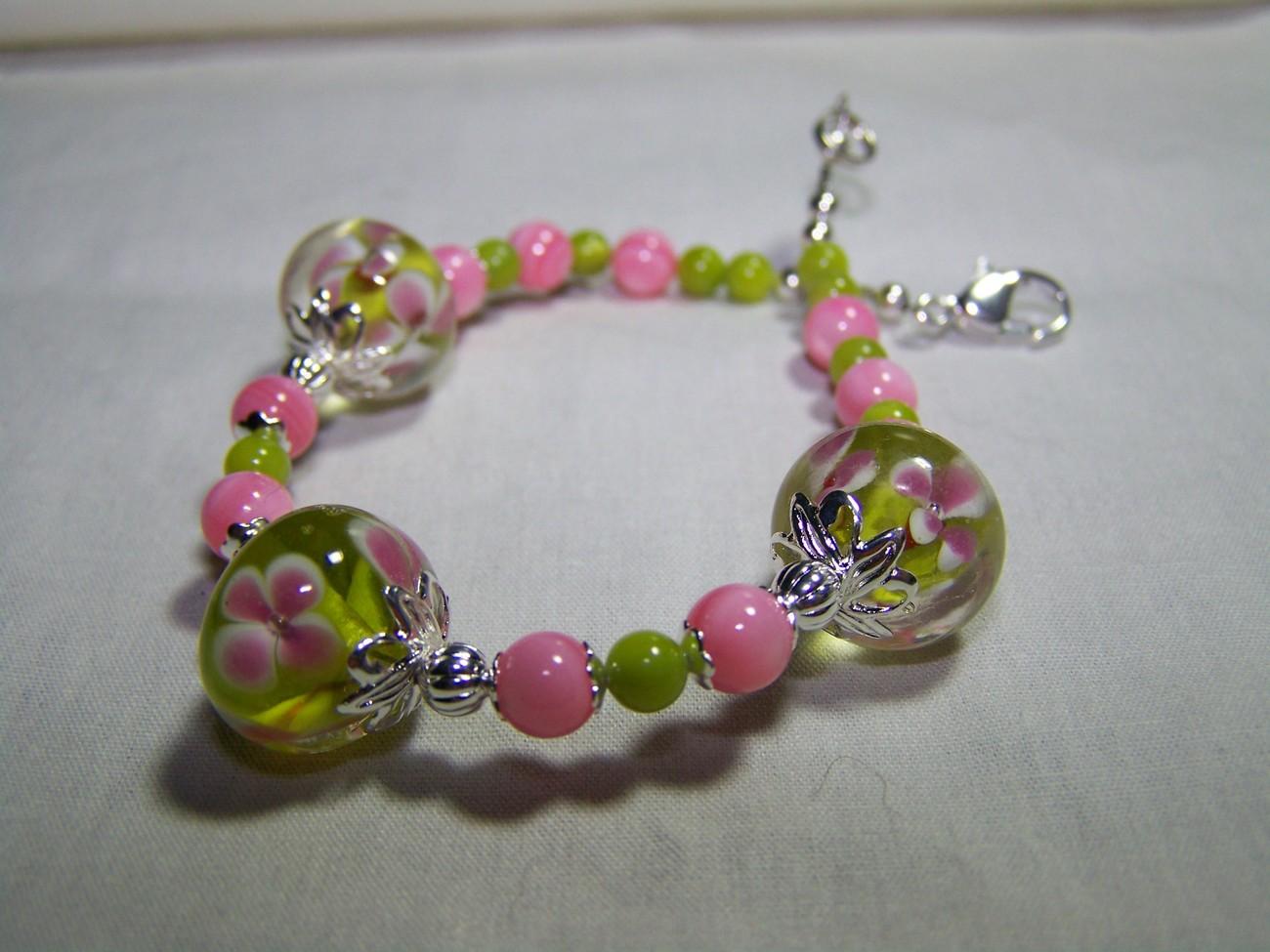 Lampwork glass green pink flower mop 8 inch bracelet