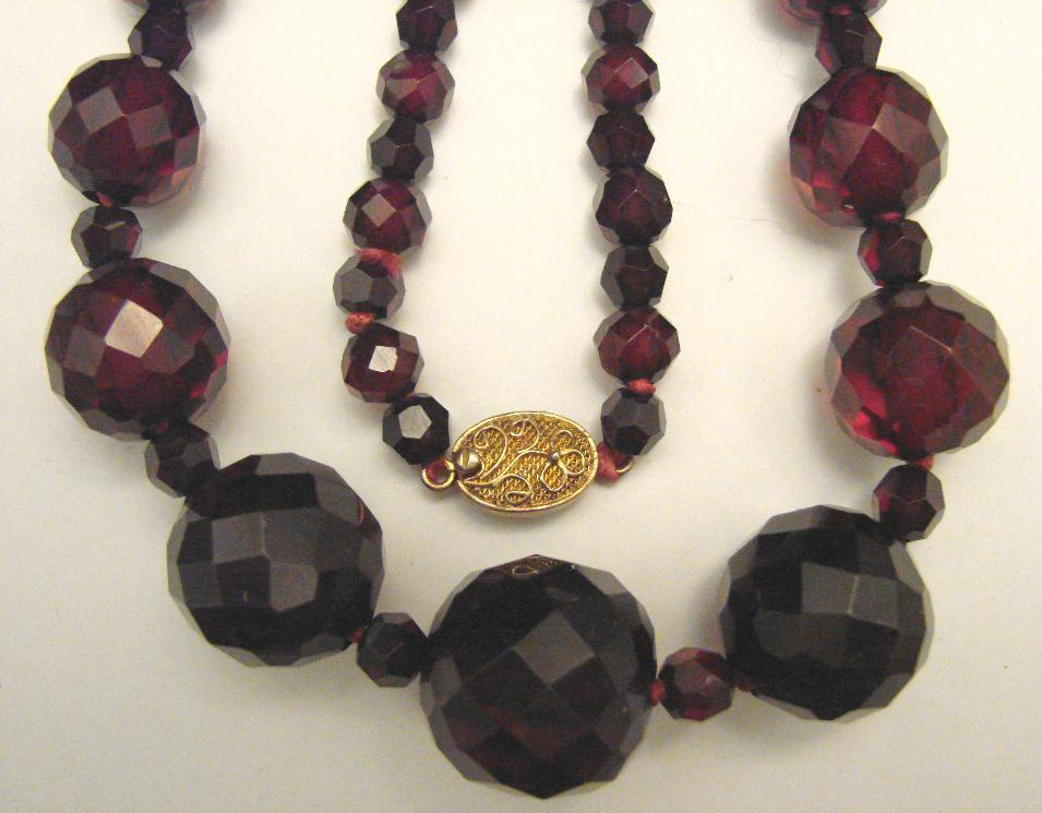 FACETED CHERRY AMBER NECKLACE