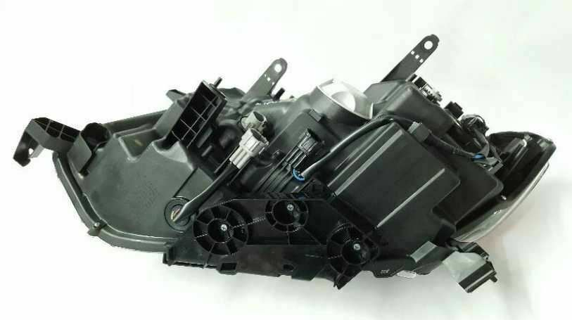 Passenger Side Headlight Halogen OEM 14 15 16 Nissan Rogue R308213 image 4