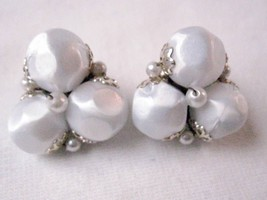 Vintage Clip On Earrings White Bead Cluster Gold Tone Accent & Clip - $6.36