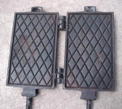 Old Primitive Cast Iron Long Handle DG Wafer Maker Farm