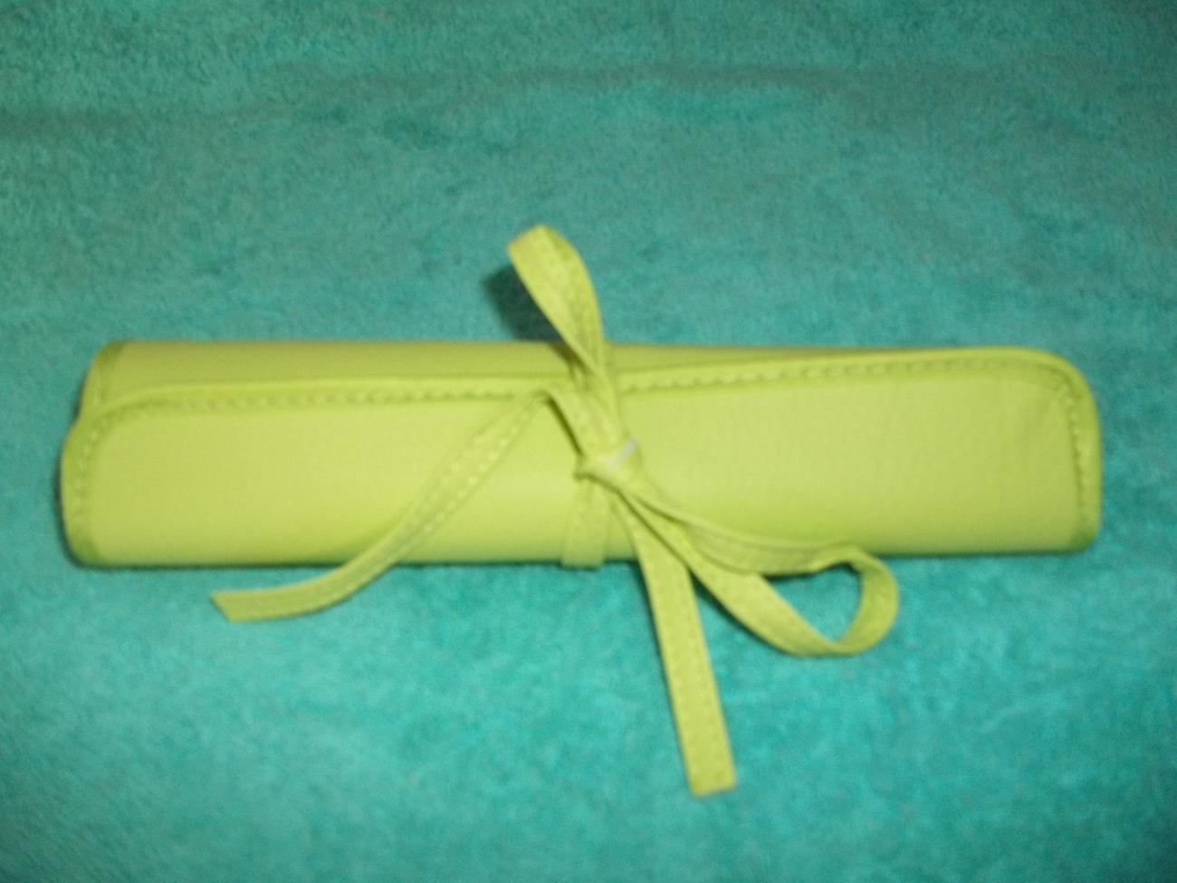 6 Brush Sets: Powder, Blush, Eyeshadow, Lipstick, Eyebrow, Eyeliner + Green Bag