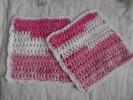 SET OF 2 HAND CROCHETED DISH CLOTHS  MIXED PINKS &  WHITE WASH CLEAN - €7,21 EUR