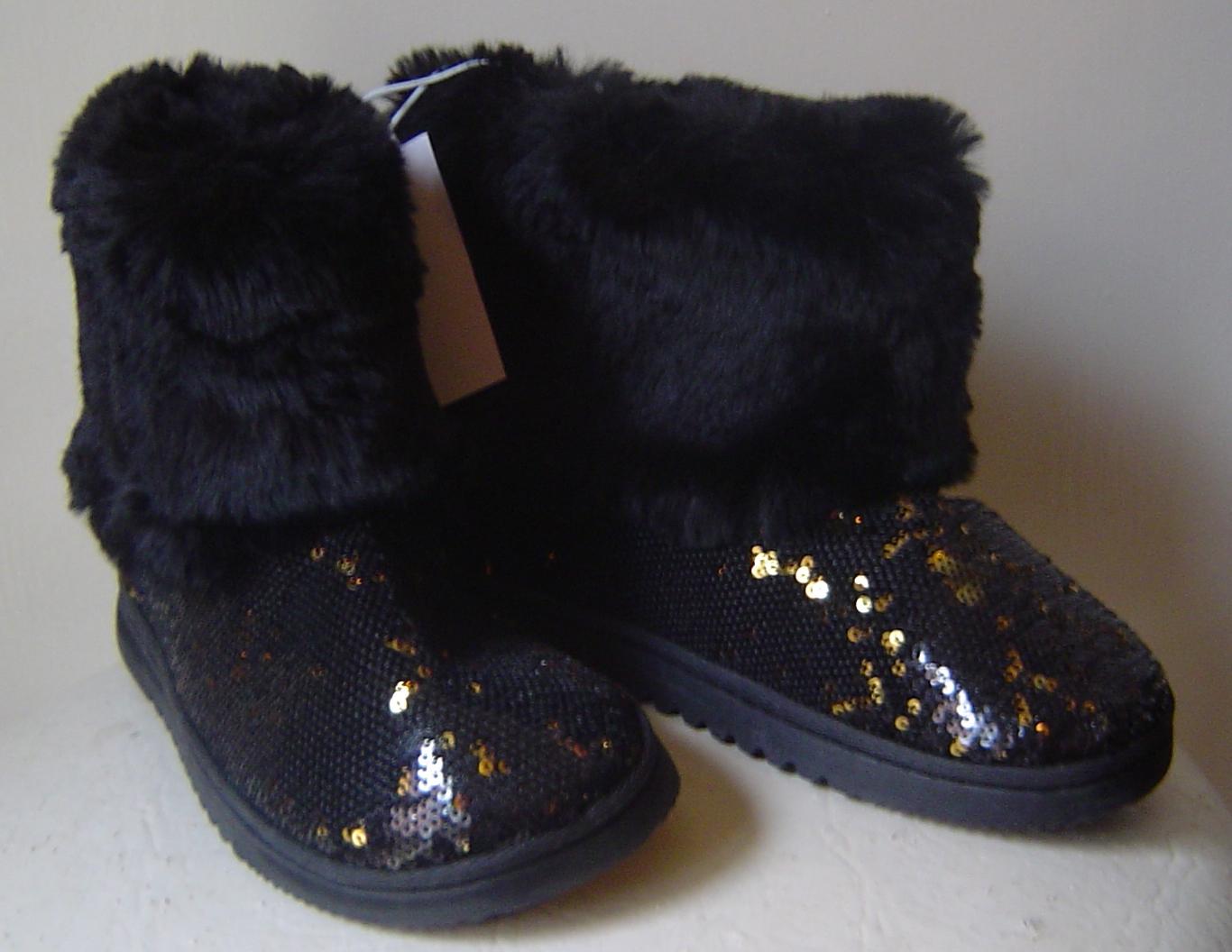 Dearfoams Black Fur Boots Women's Size 5-6  w/Gold & Black Sequins