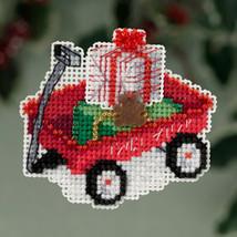 Red Wagon Winter Holiday 2013 Seasonal ornament pin kit cross stitch  - $6.30