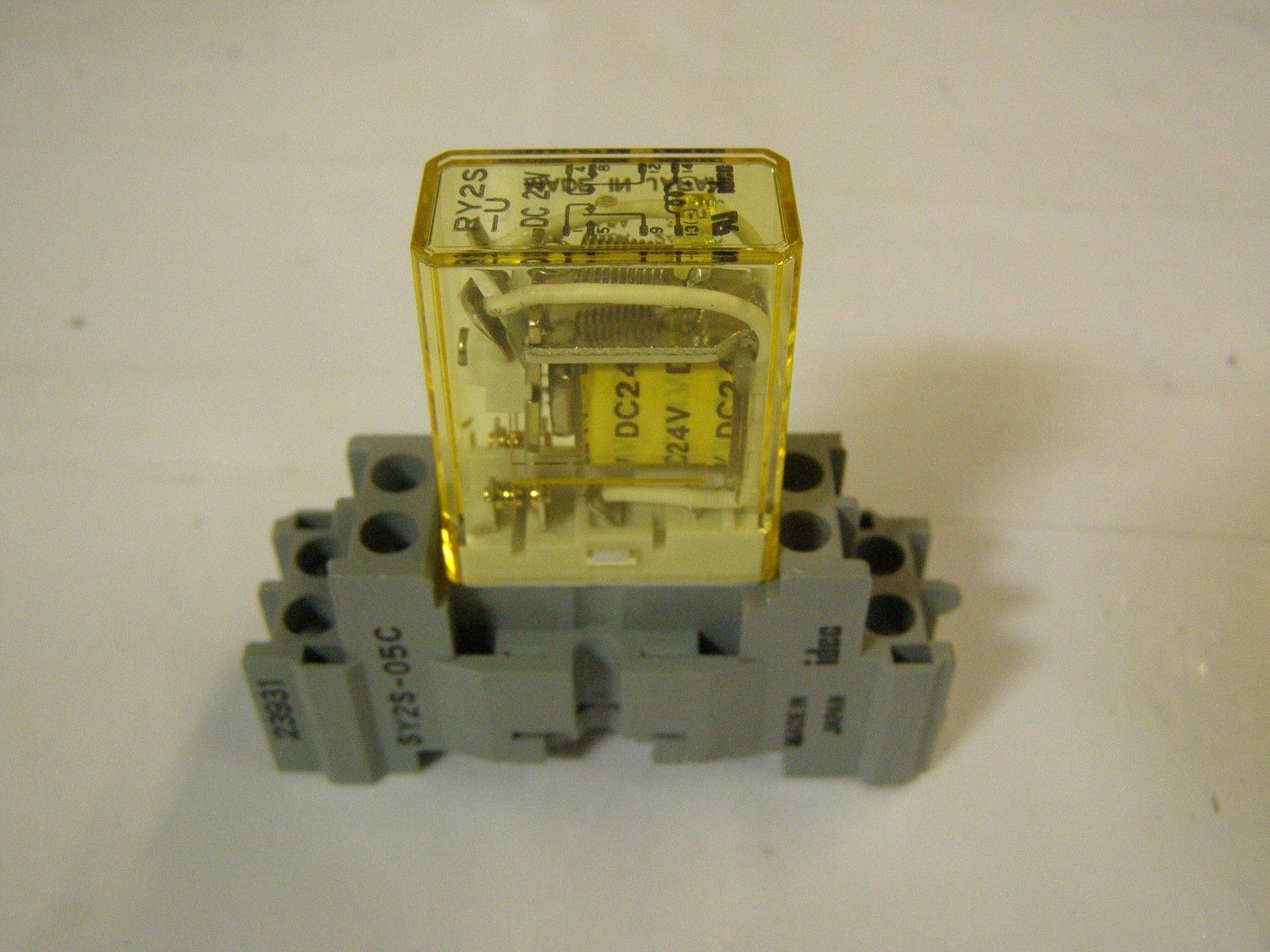 Idec Ry S U Dc V Relay With Idec Sy S  And  Similar Items - Spdt relay eagle