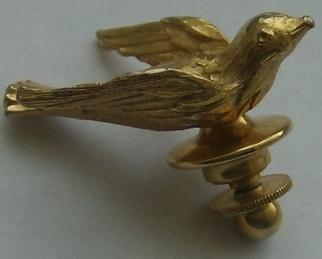 Vintage Avon Gold Tone Gilded Bird Tac Pin