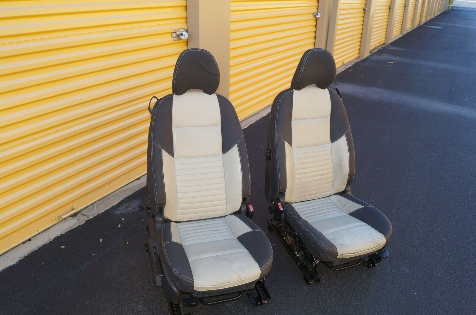 08 Volvo C30 R-DESIGN Front Seats W/ Airbags & Tracks