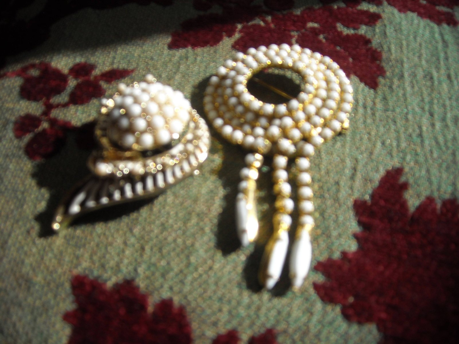 Vintage Brooch Pins White Milk Glass Rhinestone Gold Tone (2)  image 2