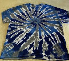 NEW Gildan Mens Blue White Gray Spiral Tie Dye Short Sleeve Shirt 2XL - £10.55 GBP