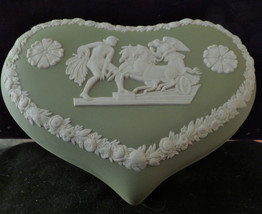 "Wedgwood rare,Green, Heart, large, trinket Box 5 1/4""x 2 1/4"" - $55.00"