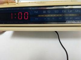 Vintage Soundesign 3629-IVY AM-FM clock radio - $24.99