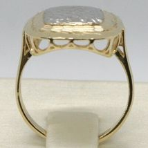 18K YELLOW & WHITE GOLD BAND RING FINELY WORKED SQUARE CENTRAL, MADE IN ITALY image 3