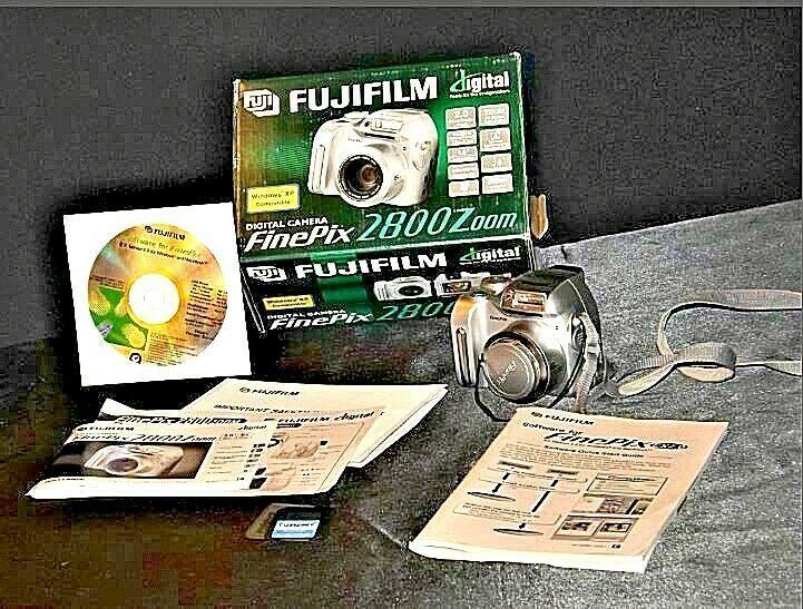 Fujifilm FinePix 2800 Zoom 2.0 MP Digital Camera Silver Vintage AA19-1389