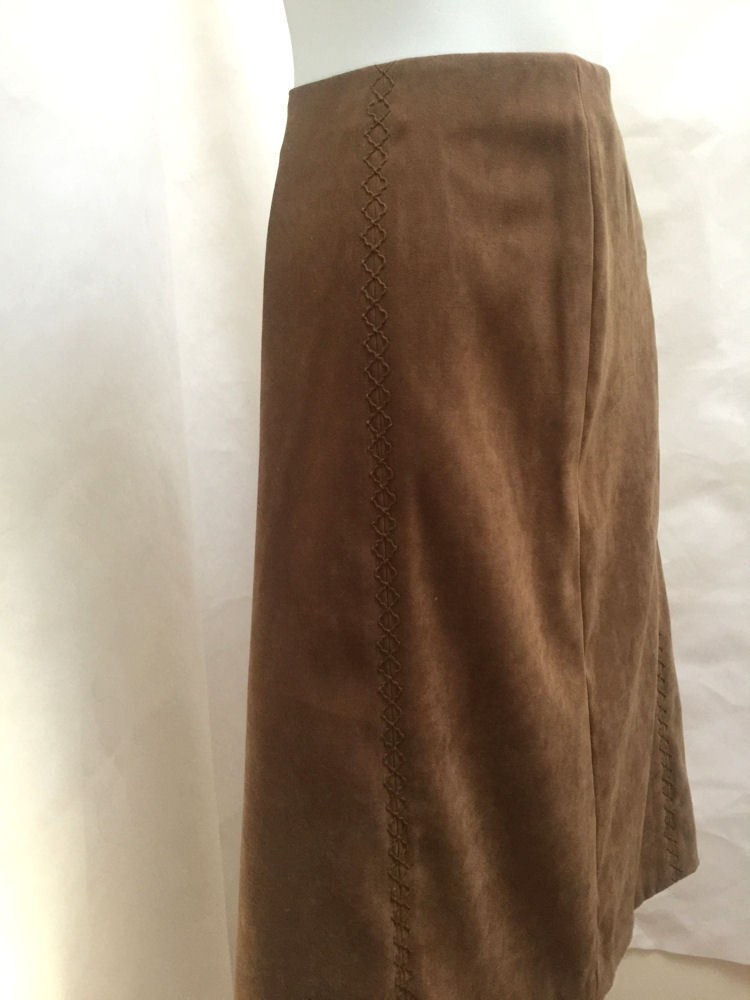 7948416257 Talbots 10 Skirt Brown Faux Suede Tone on Tone Embroidered Design