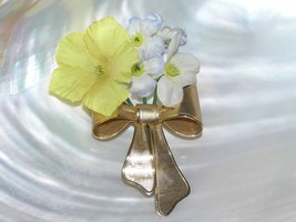 Vintage AVON 1980 Signed Ridged Goldtone Dimensional Ribbon Bow with Silk Flower - $9.49