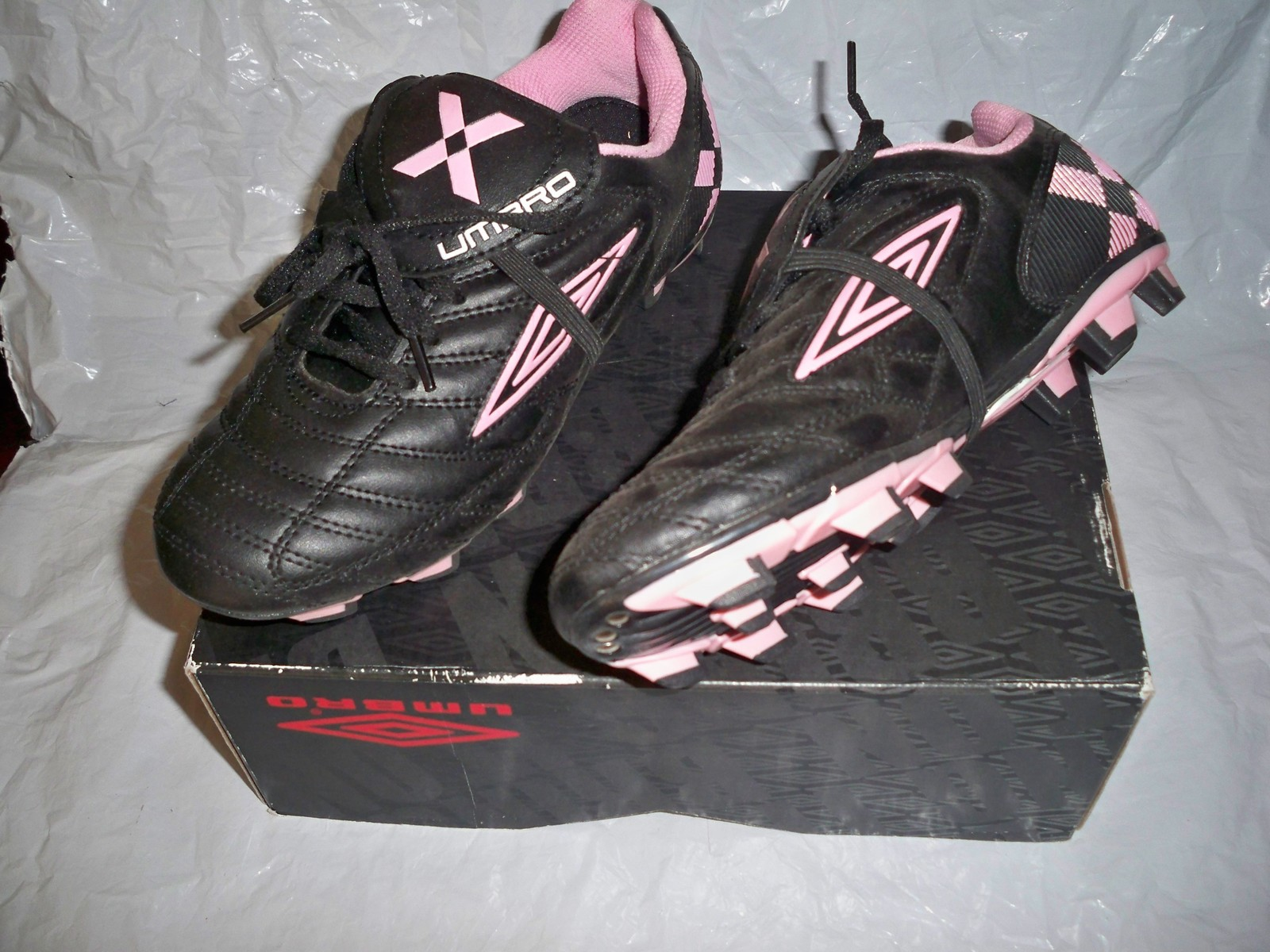 new product d2447 00e6a WOMEN S UMBRO CORSICA FORCE SOCCER CLEATS SHOES BLACK PINK NEW  68 SIZE 6 -   48.99
