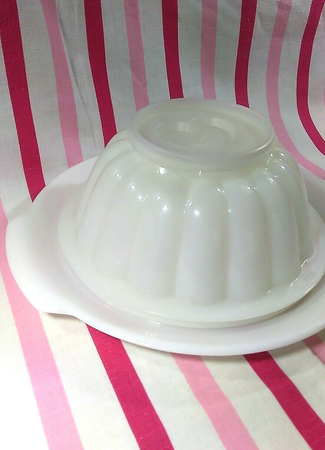 FUN Vintage Tupperware Jel-N-Serve Mold With White Tray and Heart Design Top image 4
