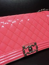 NEW AUTH CHANEL PINK QUILTED PATENT LEATHER MEDIUM BOY FLAP BAG  image 4