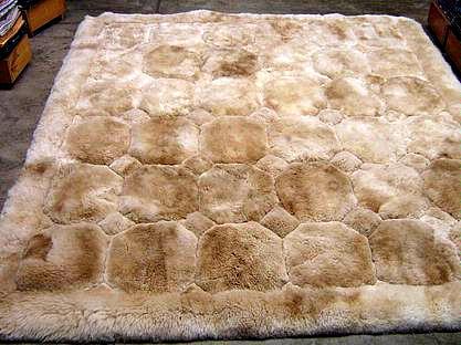 Light Beige alpaca fur rug, rhombus design, from Peru, 190 x 140 cm