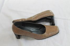 "Stuart Weitzman Size 7 B Tan Snake Skin 2"" Heel Pumps Shoes - $14.85"