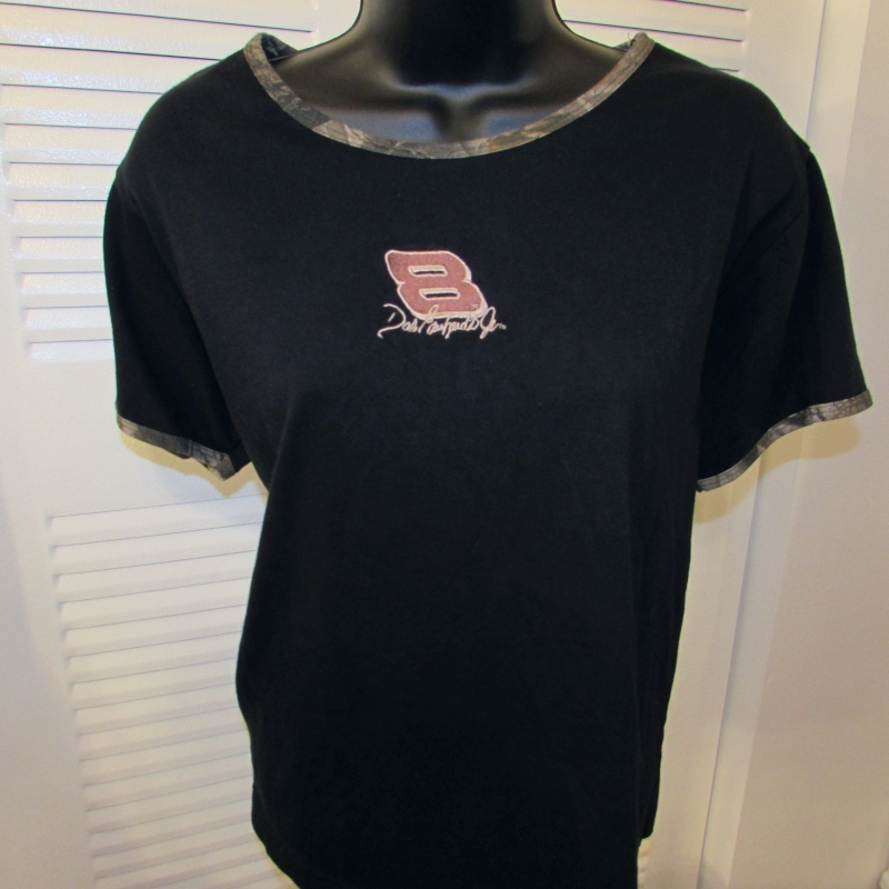 Chase Authentics Dale Earnhart Jr. Women Crew Neck Tee w/Camouflage Trim Size: M