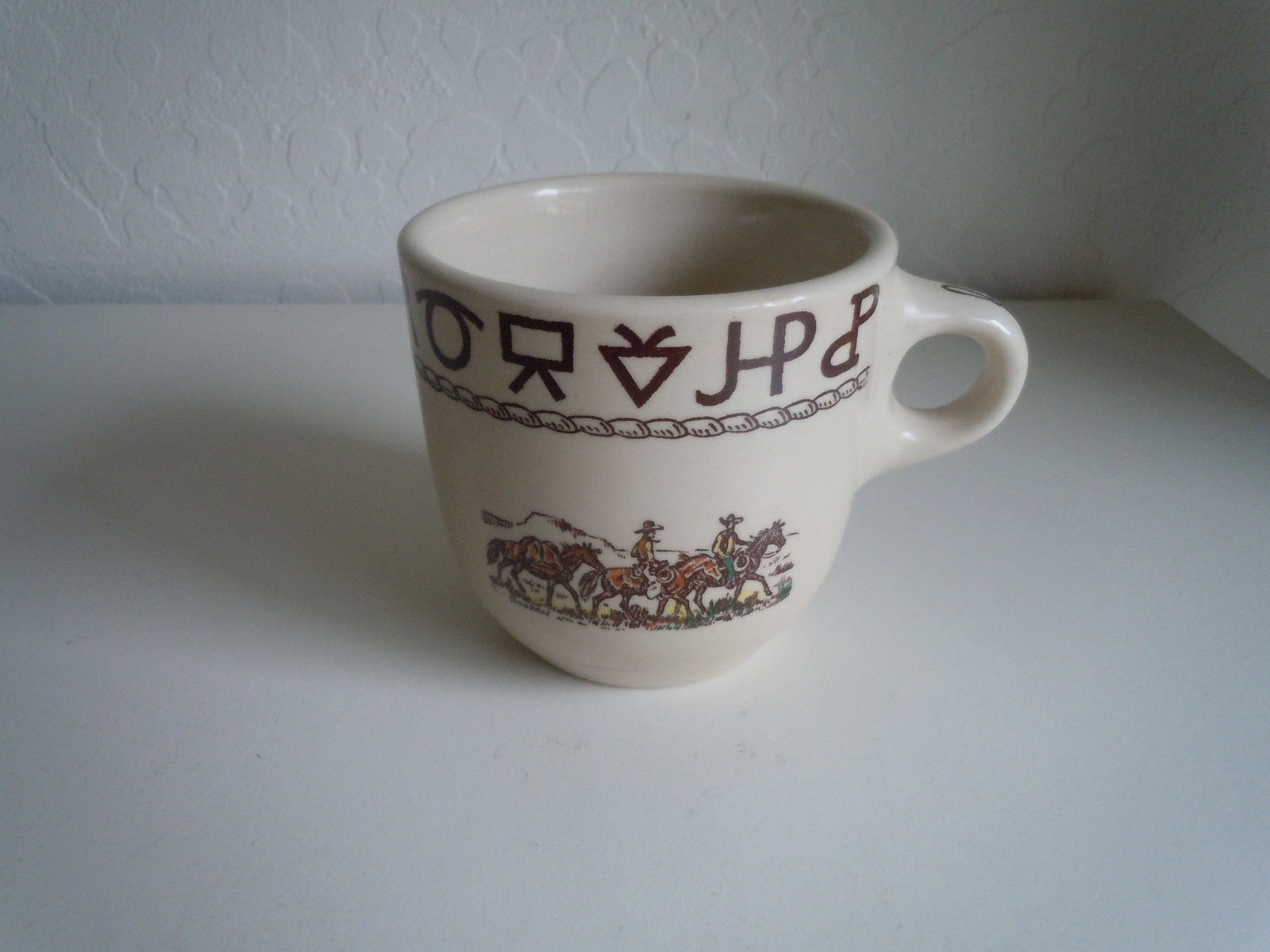 Wallace Rodeo Oversize cup Lassoing horse