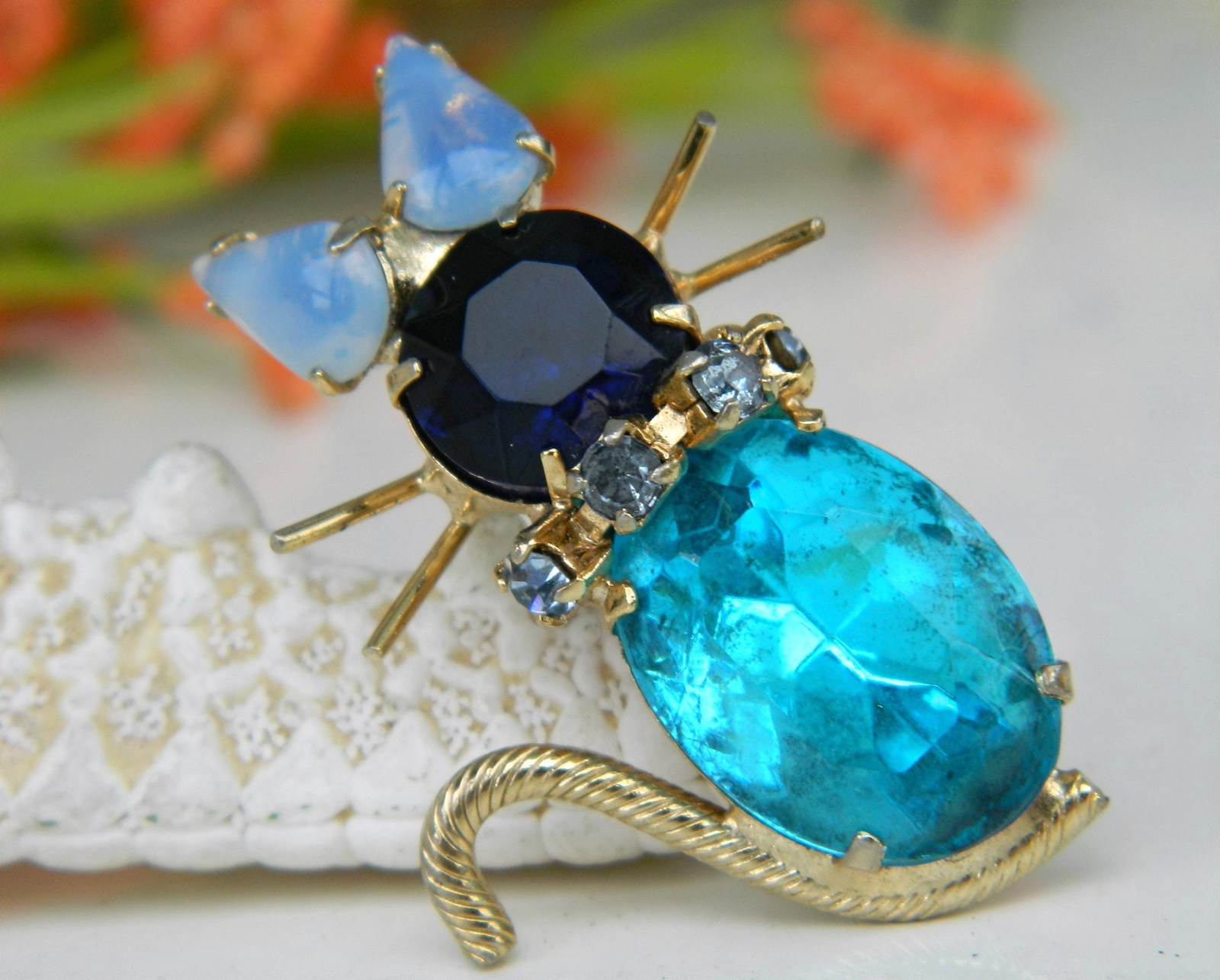 Vintage cat pin brooch turquoise blue rhinestones prong set