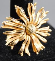 Pin Brooch Lisner Jewelry Vintage Retro Gold Flower Goldtone Textured Design - $21.95
