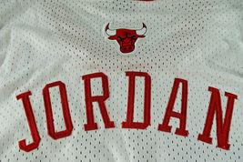 MICAHEL JORDAN / NBA HALL OF FAME / AUTOGRAPHED CHICAGO BULLS PRO STYLE JERSEY image 6