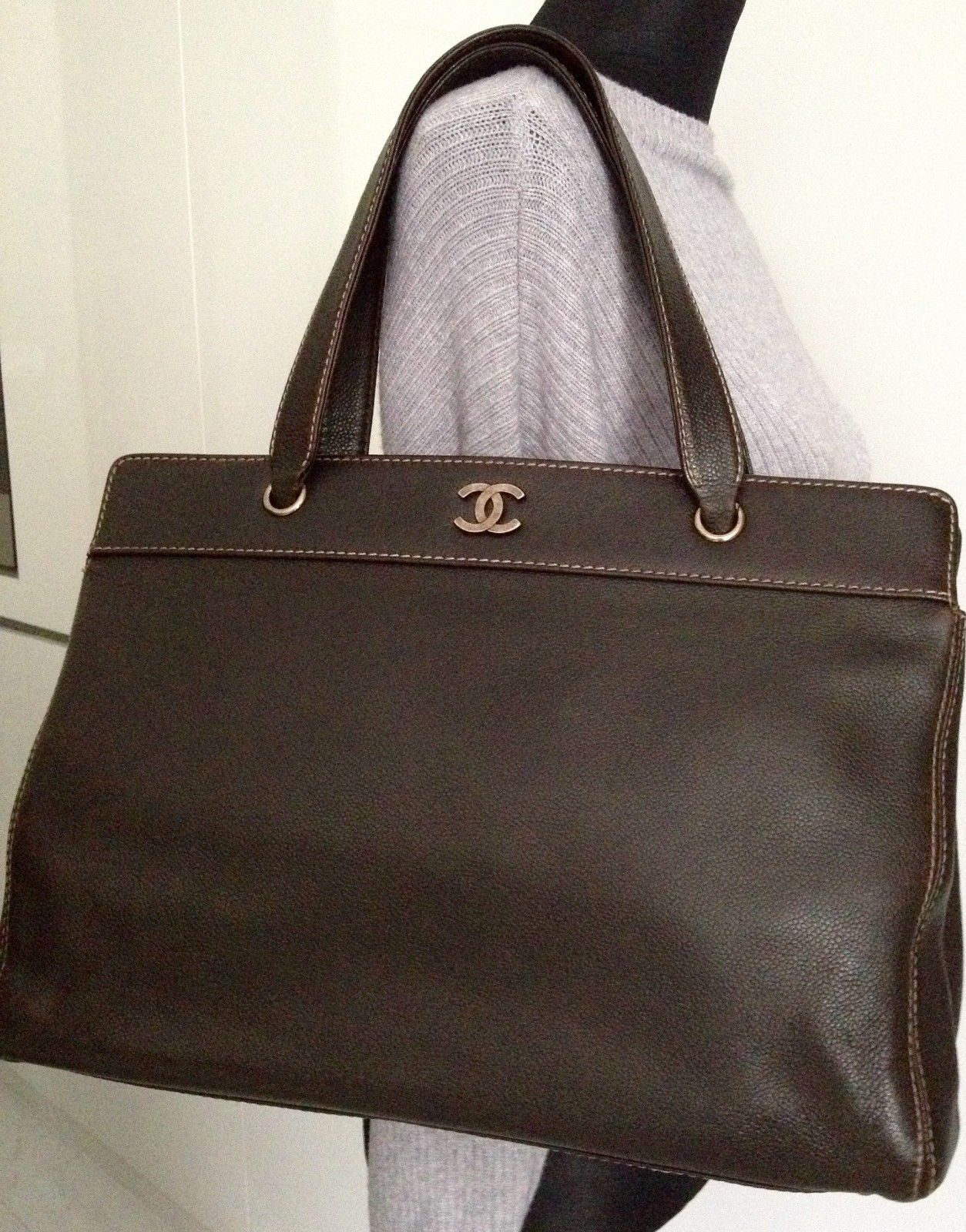 11e1a232615b CLASSIC CHANEL Brown Caviar Leather CC Shoulder Hand Carry Cerf Tote L Bag