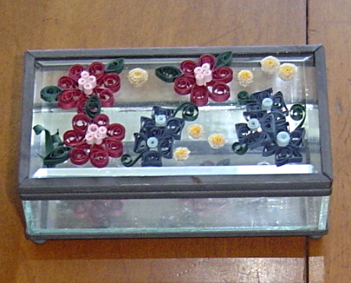 Jewelry box handcrafted flowers glass and paper quill for Glass boxes for crafts