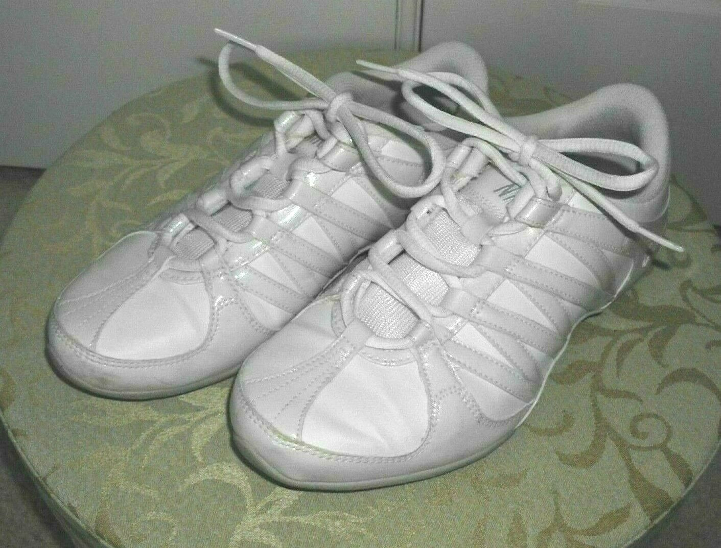sale retailer 29b36 2b0f1 Nike Cheer Flash Shoes White Leather Size 6.5 and 50 similar items. S l1600
