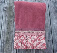 AVANTI Dusty Red Embellished Pleated Damask Bath Towel Leaf Scroll Design - $17.15