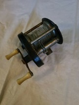 Vintage Unmarked Baitcasting Fishing Reel Made in USA image 2