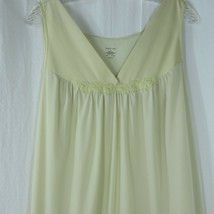 Vintage 80s Vanity Fair Light Yellow Nightgown Women's 1X Knee Length Ny... - $29.65
