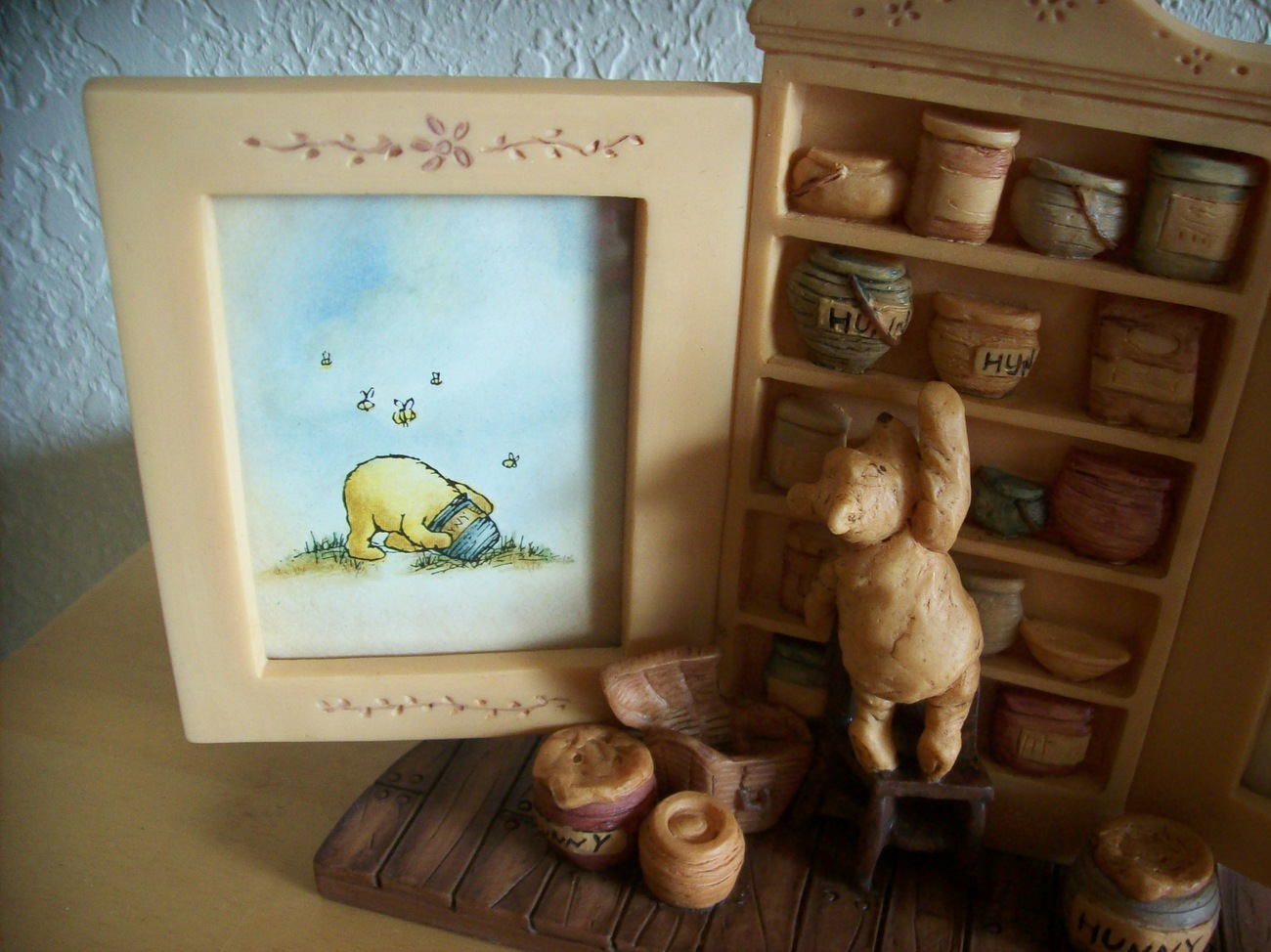 NEW!!! Disney Charpente Classic Winnie the Pooh Library Picture Frame