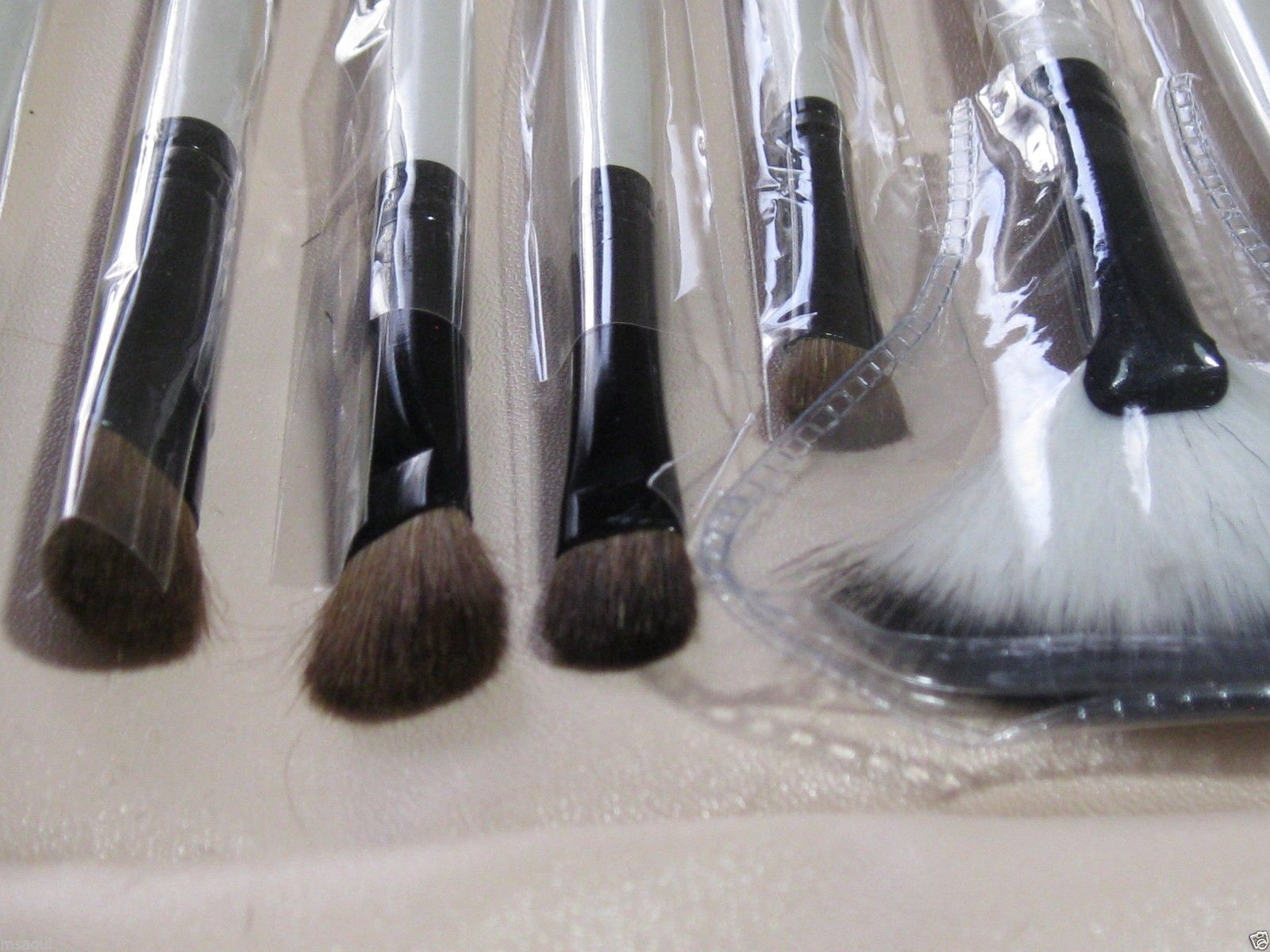 High Quality Deluxe Makeup Brush 20 Piece Set Cosmetic Brushes Plaid Case