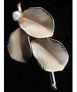 Old Elegant 1/20 12K Gold Filled Plant Leaves Real Pearl Pin - $14.00