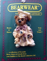 "Boyds BearWear ""Bailey The Graduate"" #26109-Resin Pin- Graduate Bear-New-Retired - $9.99"