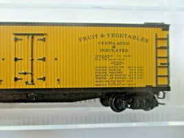 Micro-Trains # 04900900 Florida East Coast 40' Double-Sheathed Wood Reefer (N)  image 3